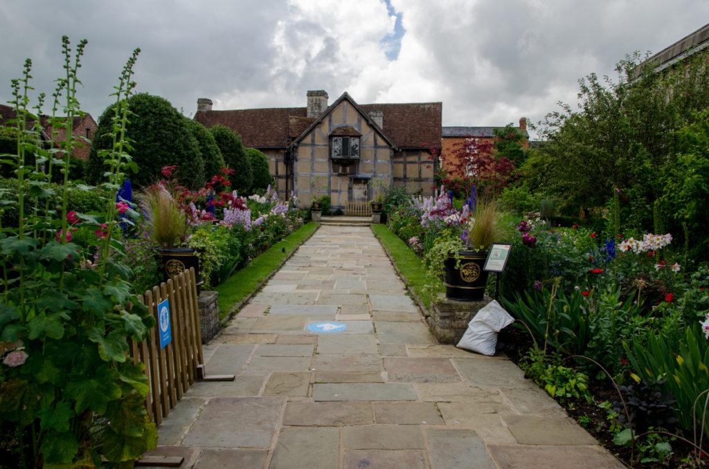 Jardin avec une maison