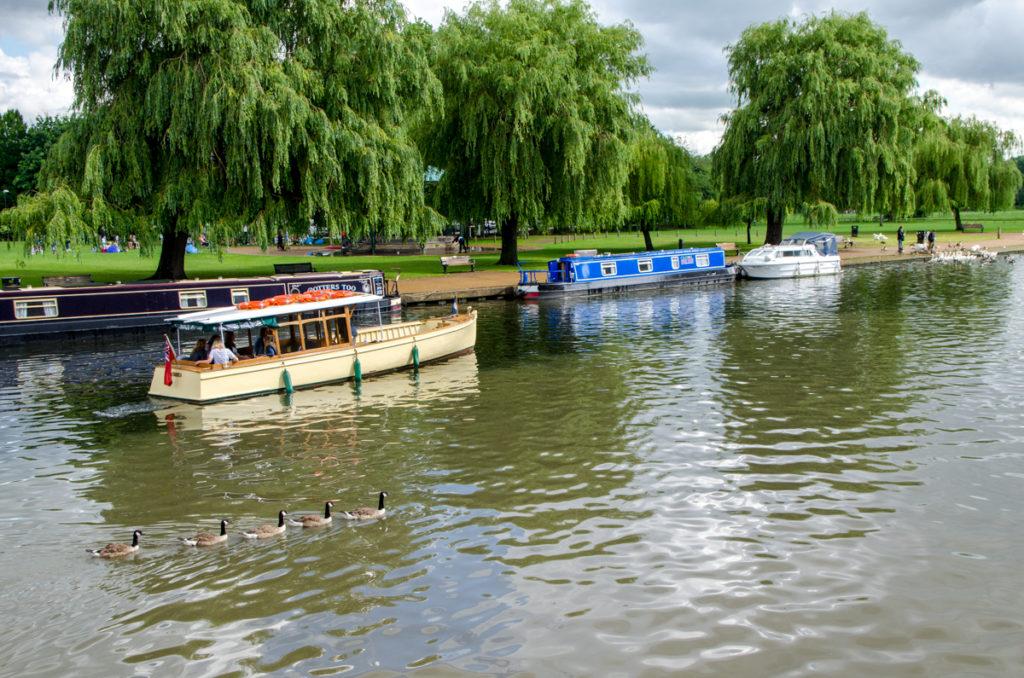 Bateaux sur une rivière