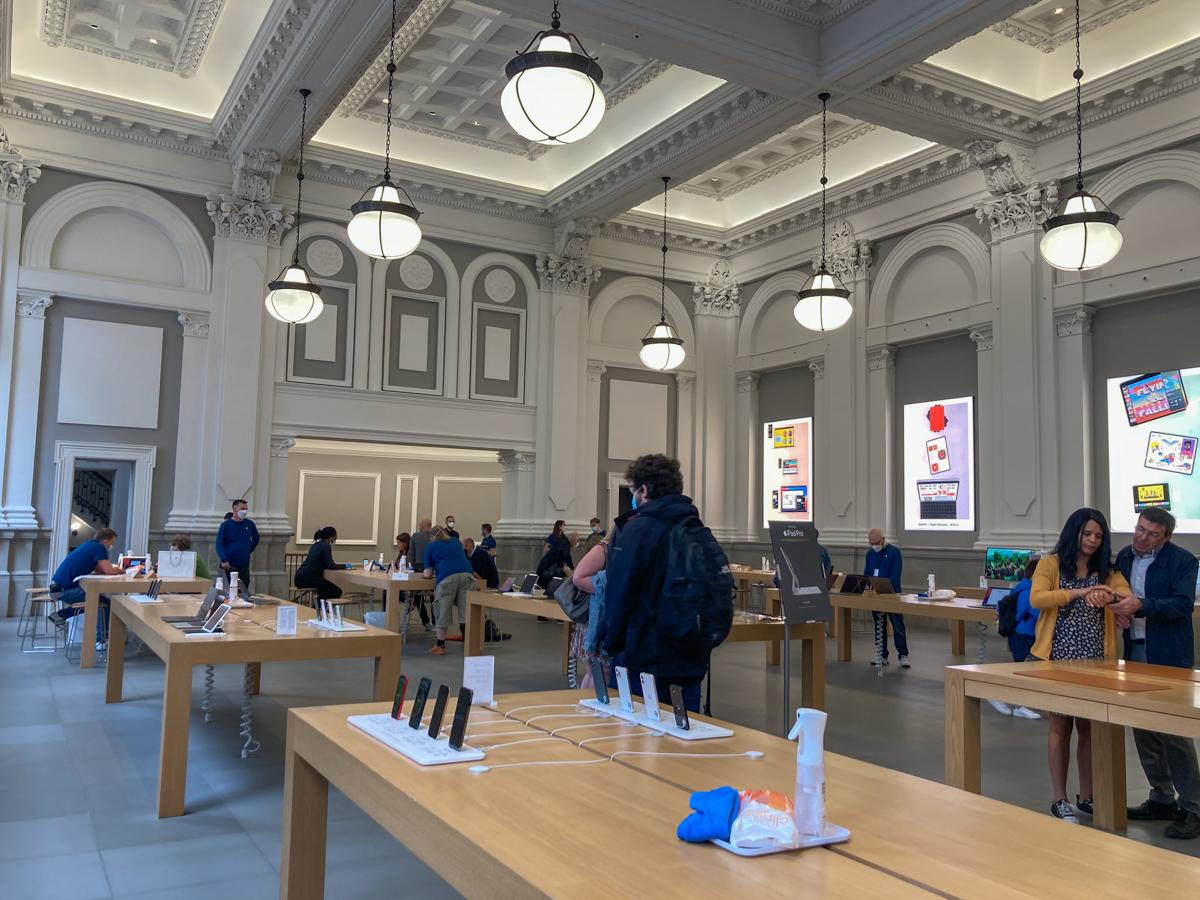 Intérieur magasin Apple