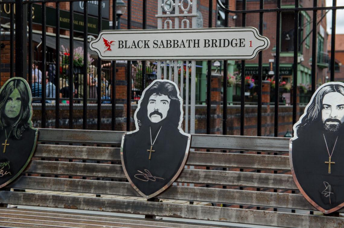Banc à l'effigie de Black Sabbath