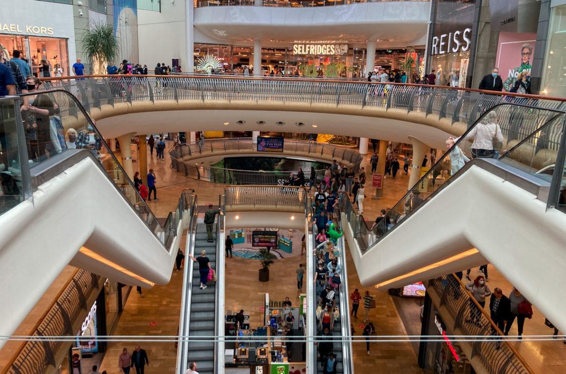 Intérieur centre commercial