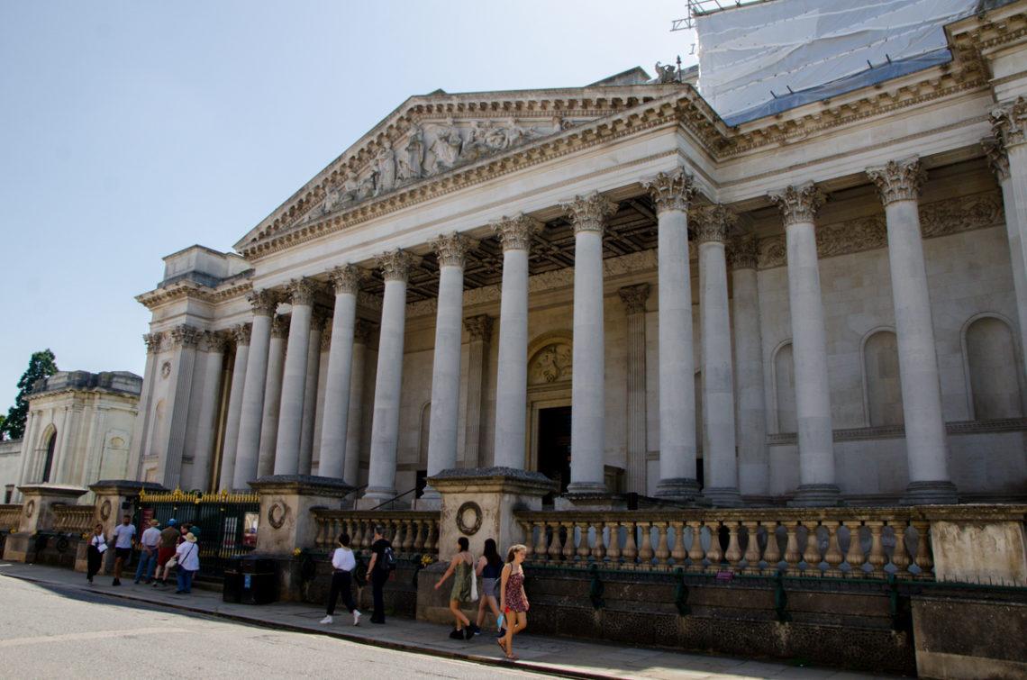 Bâtiment de style temple grec