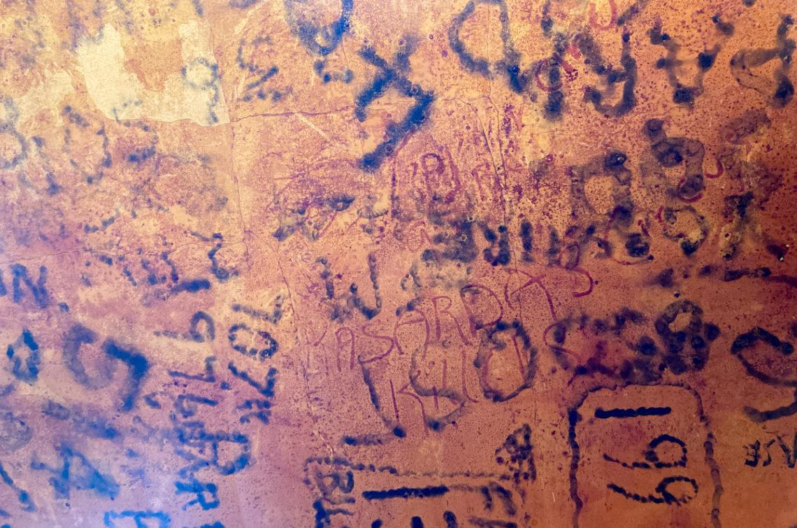 Signatures sur un plafond